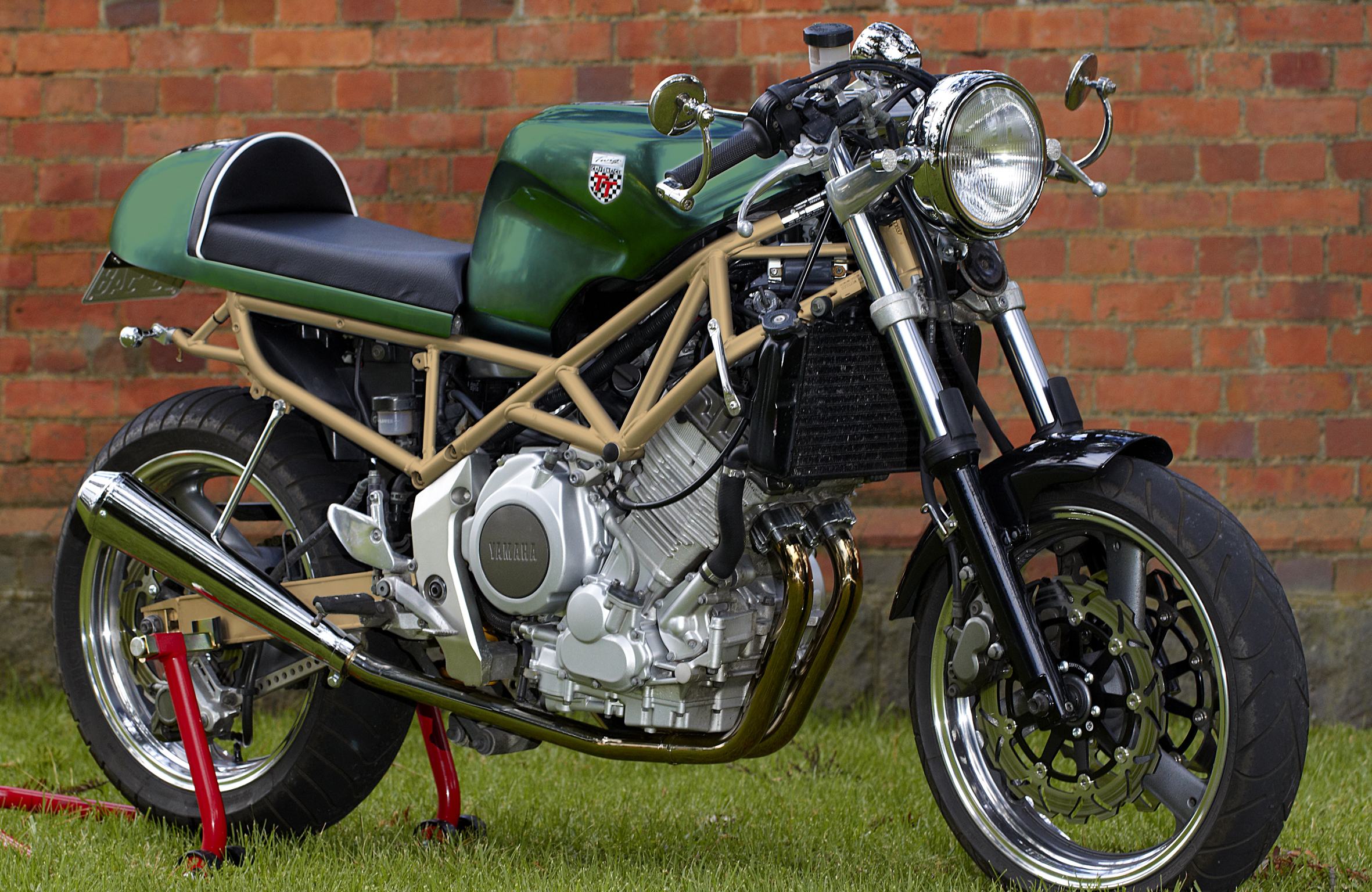 Xs 650 Street Tracker also Honda Xl 500 Vollblut Enduro furthermore Blacksquaremotorcycle furthermore Bmw K 1600 Gt 2017 additionally Green And Gold. on yamaha 750 gold